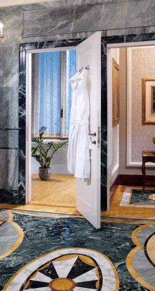 the_st_regis_rome_royal_suite_bathroom