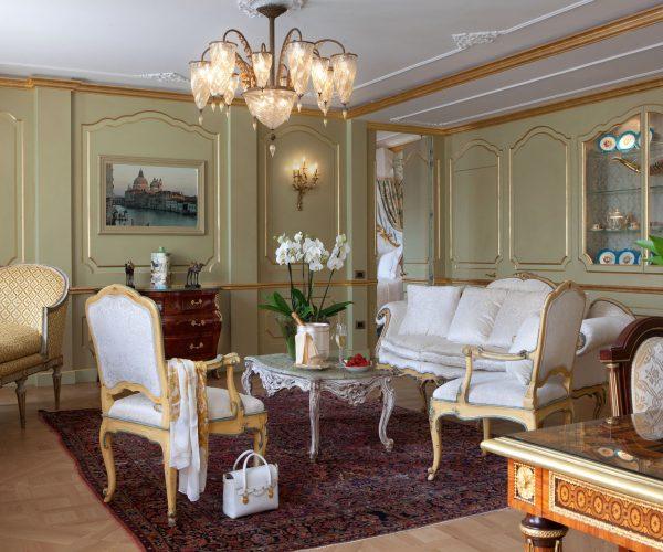 luna_hotel_baglioni_san_giorgio_suite_living_area2