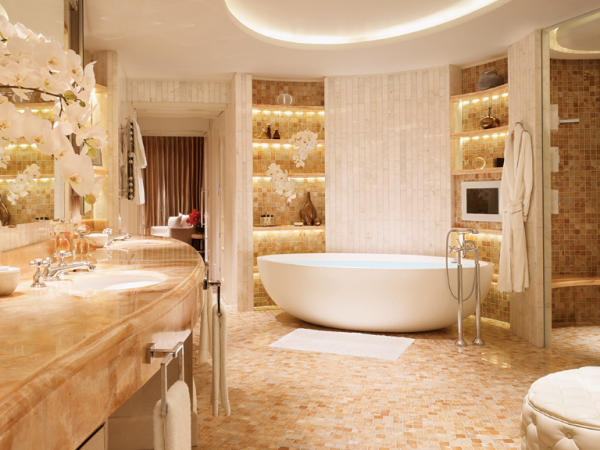 royal-penthouse-master-bathroom-corinthia-london