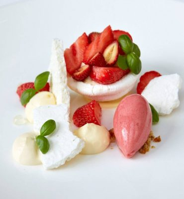 eton-mess_the-dining-room-at-the-goring_004