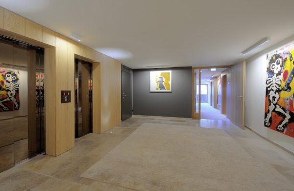 Elizabeth-Art-Hotel-Hallway1