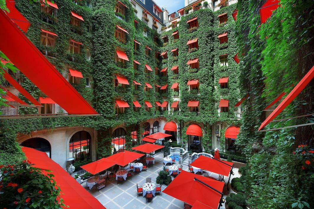 La Cour Jardin at Hotel Plaza Athénée