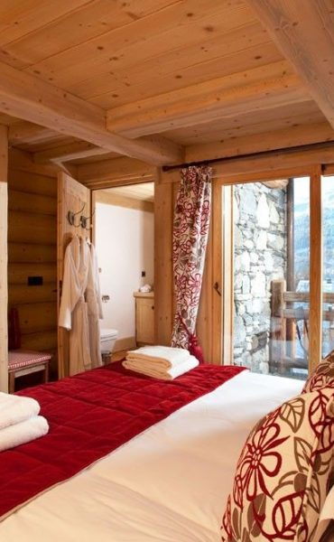 Bedroom-with-Balcony-Chalet-du-Vallon