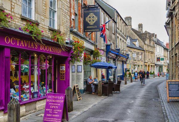 Cirencester shop front (c) Milosz Maslanka Shutterstock