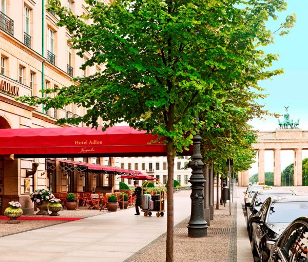 Hotel-Adlon Exterior_Entrance_9093_Original