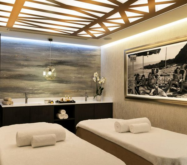 Double massage table in spa at L'Hermitage