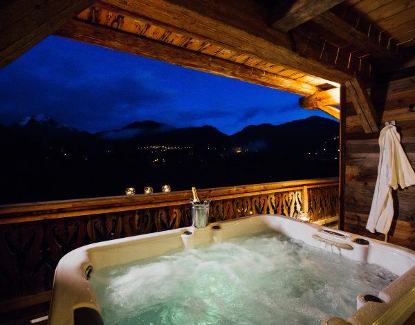 Chalet Bizet Hot Tub