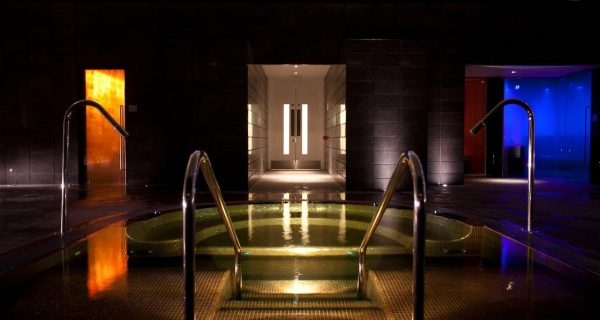 Lifehouse Spa And Hotel Hottub
