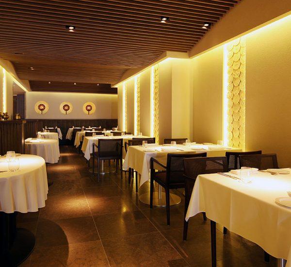 Taj51_Quilon_Restaurant_Interior3_45367460_l