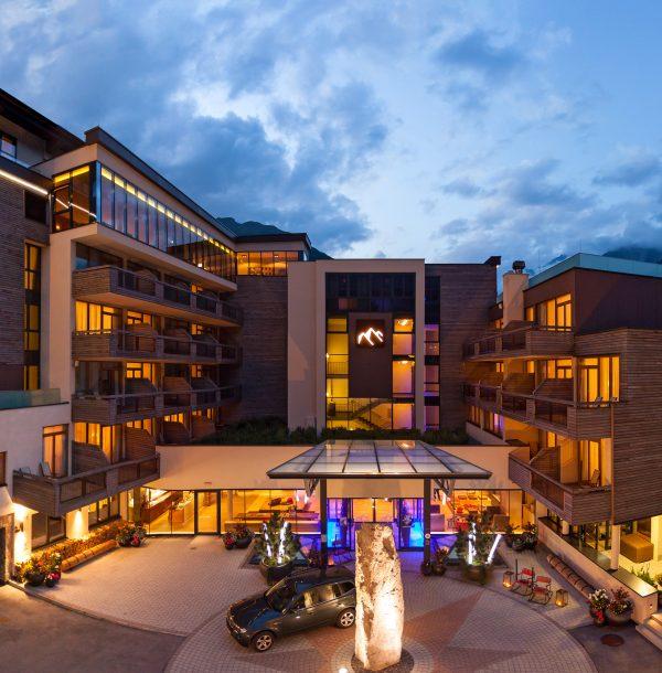 Bergland Hotel front