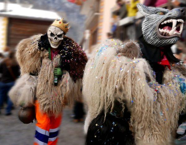 9. Peluches roam the street