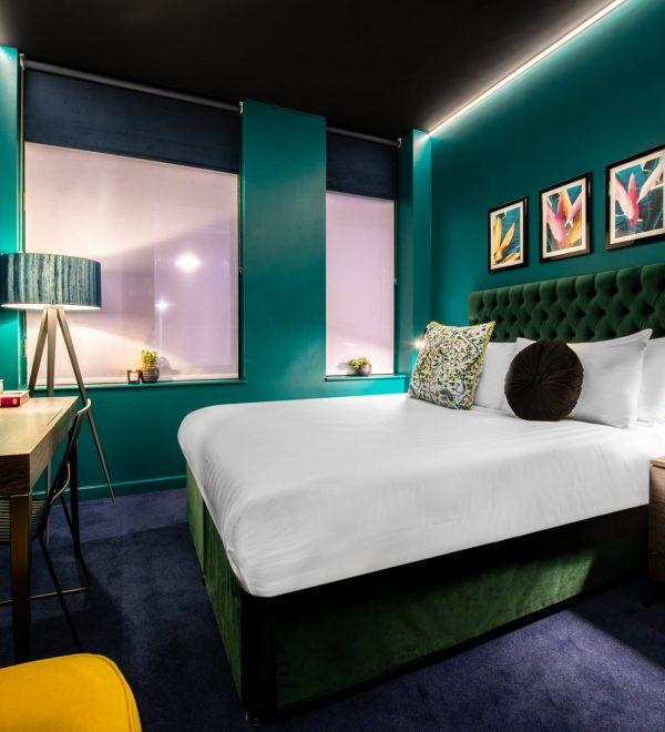 Hux Hotel Room1